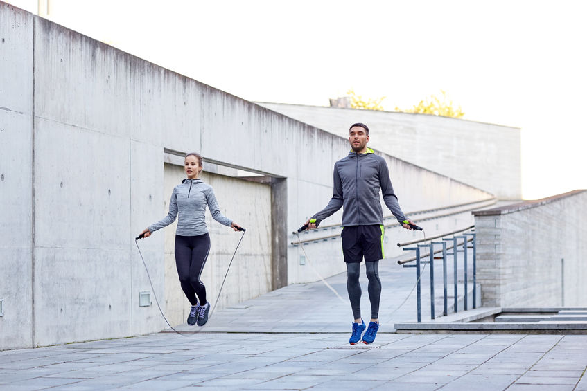 man and woman jumping rope to reap benefits of cardiovascular exercise